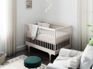 现代婴儿床模型